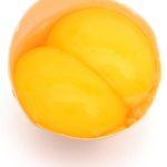Двойной желток в яйце примета